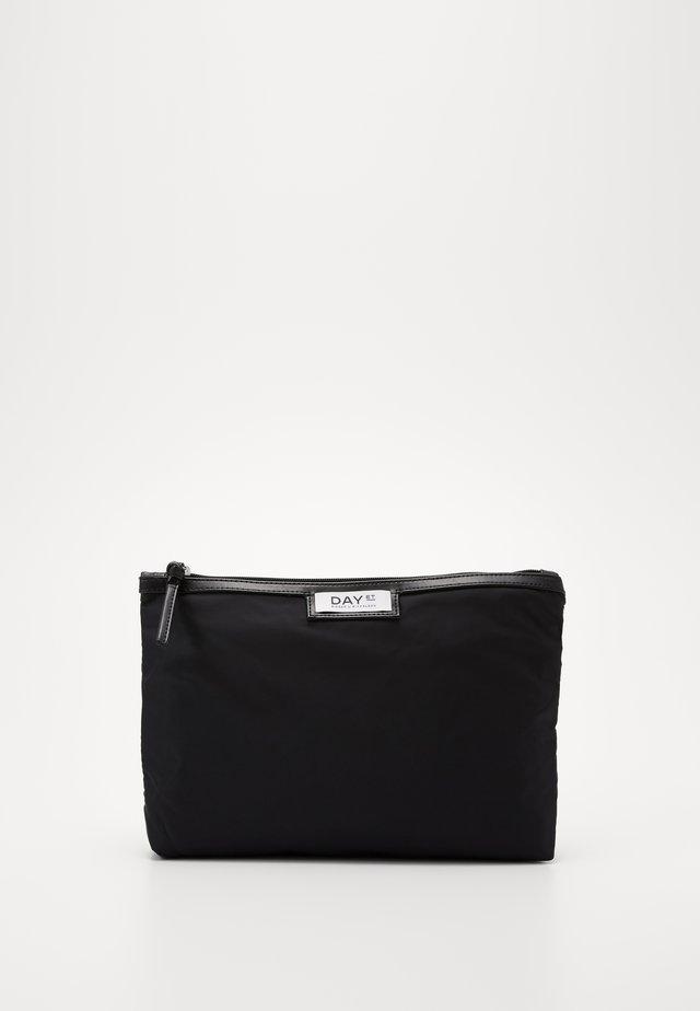 GWENETH SMALL - Kosmetická taška - black