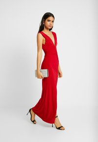 Club L London - BACKLESS RUCHED FRONT SPLIT MAXI DRESS - Suknia balowa - red - 1