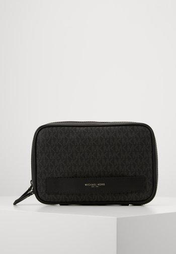 TRAVEL CASE - Wash bag - black