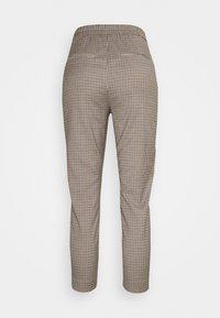 Vero Moda Petite - VMJANE AYA CHECK PANT - Trousers - black/emperador - 1