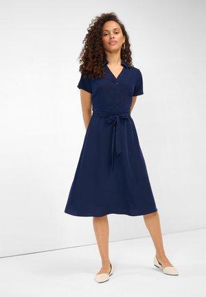V AUSSCHNITT - Shirt dress - nachtblau