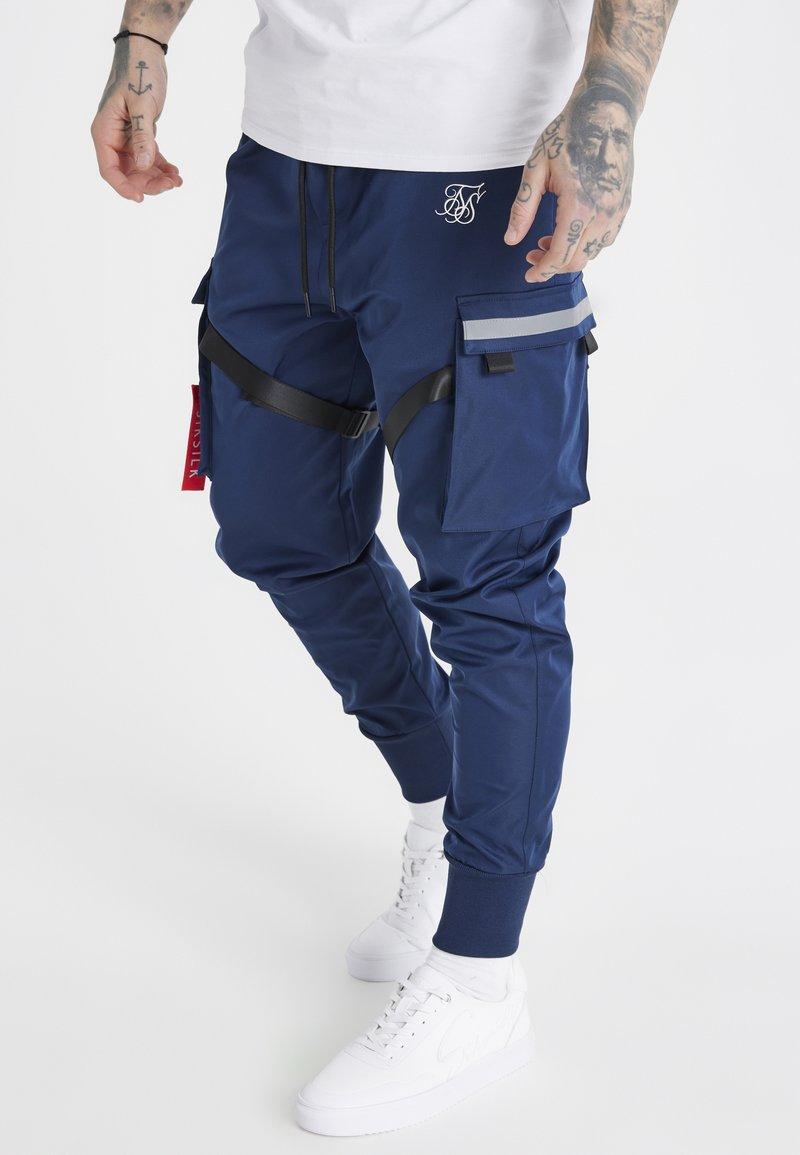 SIKSILK - COMBAT TECH CARGO PANTS - Pantalon cargo - navy