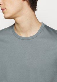 Tiger of Sweden - OLAF - Basic T-shirt - north atlantic - 5