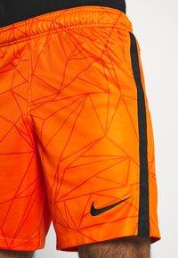 Nike Performance - NIEDERLANDE SHORT - Träningsshorts - safety orange/black - 3