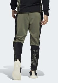 adidas Performance - DESIGNED4TRAINING COLD.RDY SPORTS PANTS - Tracksuit bottoms - leggrn - 1