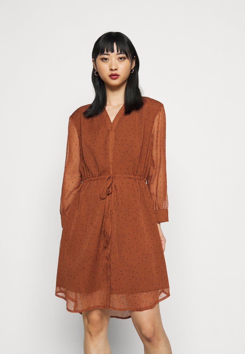 Selected Femme Petite - SLFMARIA DOT DAMINA DRESS - Shirt dress - ginger bread