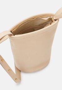 Mansur Gavriel - MINI ZIP BUCKET - Across body bag - aglio - 6