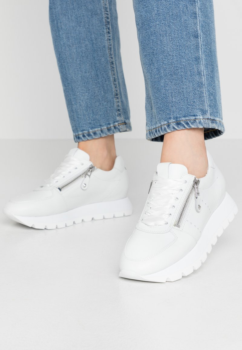 Kennel + Schmenger - RISE - Trainers - bianco