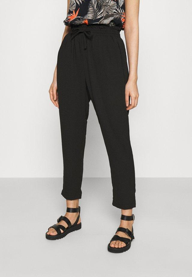 VMKENDRAKARINA PANT - Trousers - black