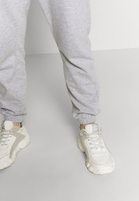 Missguided Maternity - Tracksuit bottoms - grey marl - 3