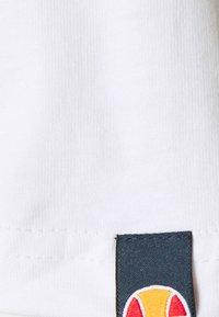Ellesse - MONTELL - T-shirt z nadrukiem - white - 3