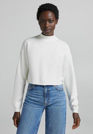 ROLLKRAGEN - Stickad tröja - white