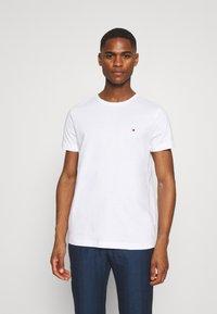 Tommy Hilfiger - BACK LOGO TEE - T-shirt basique - white - 2
