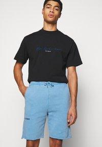 Han Kjøbenhavn - Shorts - faded blue - 3