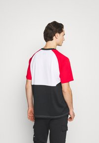 Nike Sportswear - Print T-shirt - white/university red/black - 2