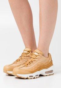 Nike Sportswear - AIR MAX 95 - Trainers - twine/sail/chutney/summit white - 0