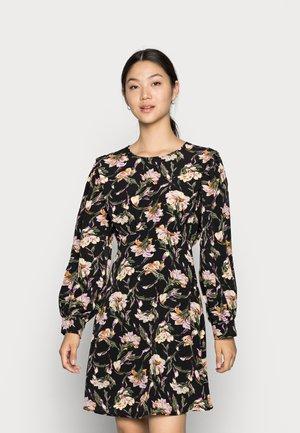 VIKALLIA DRESS - Vapaa-ajan mekko - black
