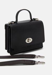 Royal RepubliQ - NEW CONDUCTOR MINIATURE BAG - Taška spříčným popruhem - black - 2