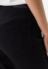 BRAX - STYLE SHAKIRA - Slim fit jeans - clean black - 4
