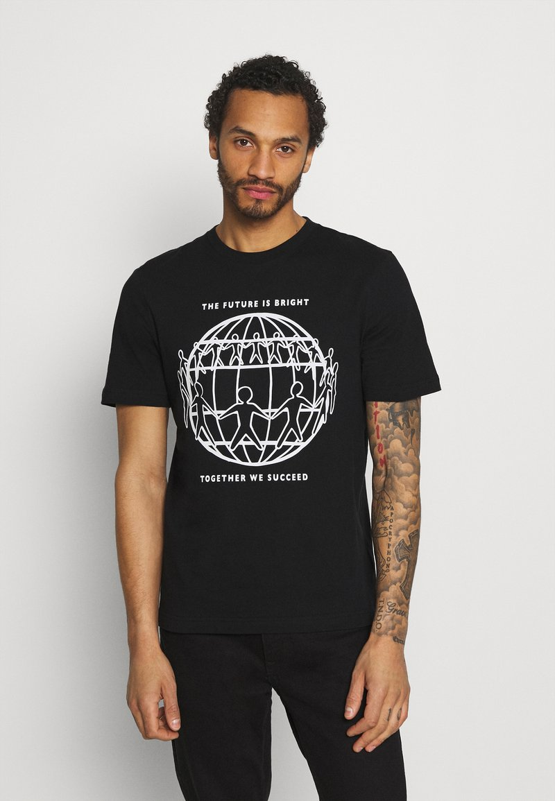 Tommy Hilfiger - ONE PLANET FRONT LOGO TEE UNISEX - T-shirt med print - black