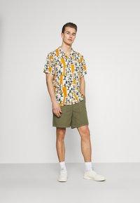 Marc O'Polo DENIM - Shorts - fresh olive - 1
