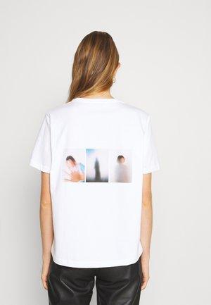 KJERAG TEE - T-shirts med print - white