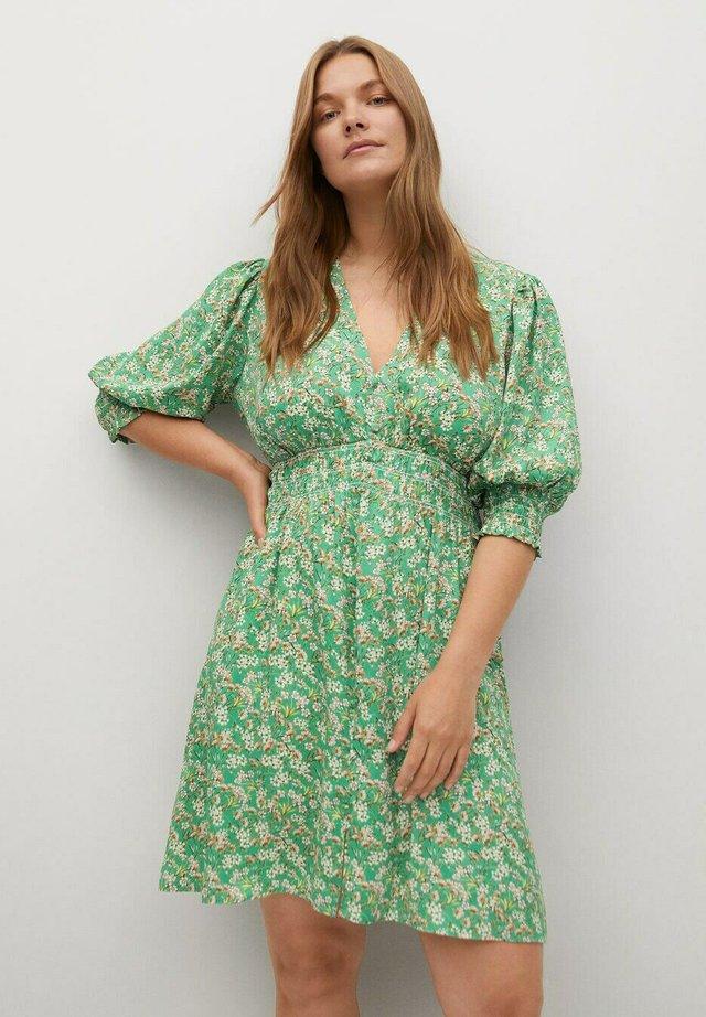 MIT BLUMENDRUCK - Robe d'été - grün