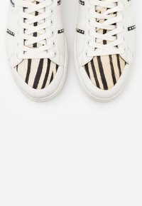 MOA - Master of Arts - TRIKS - Trainers - white - 6