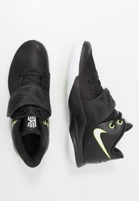 Nike Performance - KYRIE FLYTRAP III - Basketbalové boty - black/white/volt - 1
