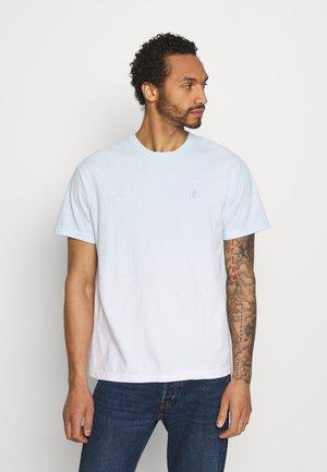 DIRTY HUMMING TEE - T-shirt med print - blue