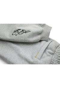 Puma - PEANUTS SNOPPY - Tracksuit bottoms - light gray heather - 2