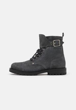 TRAKTOR - Šněrovací kotníkové boty - dark grey