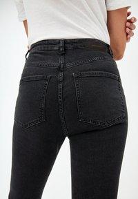 ARMEDANGELS - INGAA - Slim fit jeans - washed down black - 4