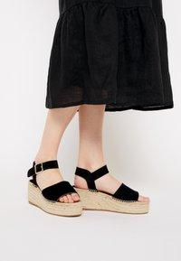 JUTELAUNE - PLATFORM  - Platform sandals - black - 0