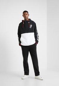 Polo Ralph Lauren - WING HALF ZIP JACKET - Lehká bunda - black/ white - 1