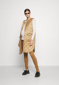 Anna Field MAMA - Long sleeved top - sand - 1