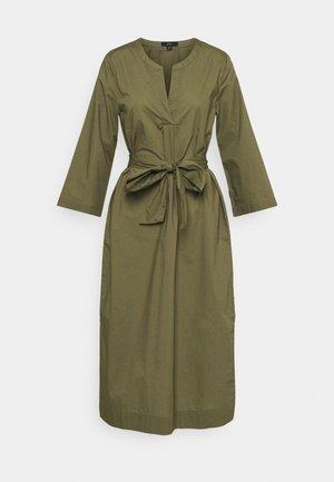 BELTED TUNIC - Denní šaty - frosty olive