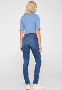 Esprit - LIEBLINGS GESCHNITTENE  - Slim fit jeans - blue medium washed - 2