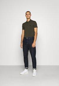 Antony Morato - PLATE ON FRONT - Polo shirt - green - 1