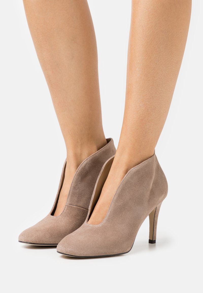 Toral - Classic heels - taupe