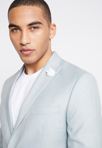 Isaac Dewhirst - WEDDING SUIT - Completo - light green - 6