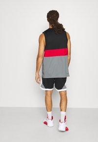 Jordan - DRY AIR DIAMOND SHORT - Sports shorts - black/white/smoke grey - 2