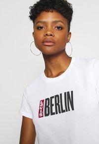 Levi's® - THE PERFECT TEE 2.0 - T-shirt print - berlin city - 4