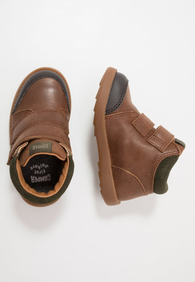 BRYN - Baby shoes - medium brown