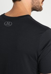 Under Armour - SPORTSTYLE LEFT CHEST - Basic T-shirt - black /black