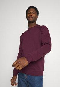 Pier One - 3 PACK - Sweatshirt - bordeaux/black/grey - 4