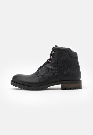 CLASSIC TUMBLE BOOT - Lace-up ankle boots - black
