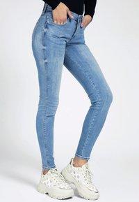 Guess - Jeans Skinny Fit - hellblau - 0