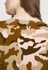 True Religion - Denní šaty - camouflage peach - 5