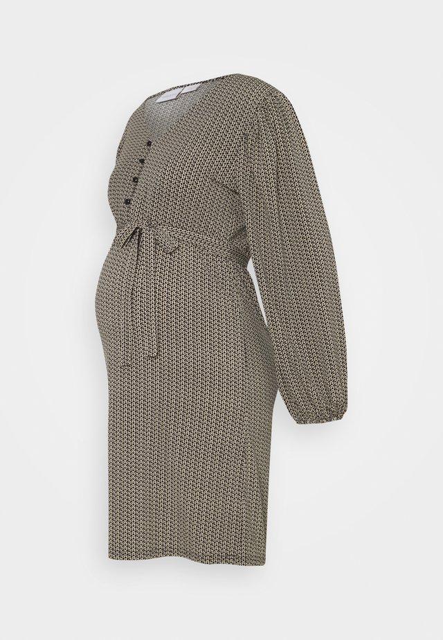 MLAVA DRESS - Sukienka z dżerseju - snow white/black